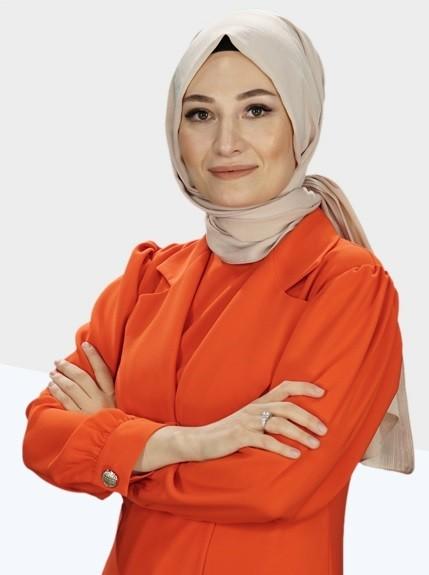 Safiye Nur'la Biz Bize