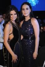 Kalbi Kırık Selena Gomez, Katy Perry'ye Sarıldı