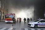 Paris'in Tarihi Meydanı Place Vendome 'da büyük yangın!