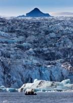 İzlanda'nın Büyüleyici Mavi Buzdağları Ve Buzul Gölleri