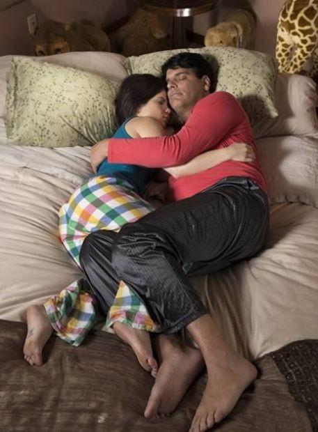 брат спит голый фото