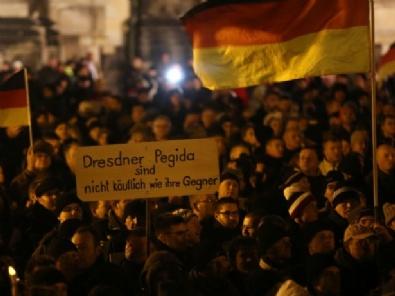 Almanyada İslam Karşıtı Gösteriler Büyüyor!