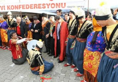 Başbakan Ahmet Davutoğlu Halay Çekti