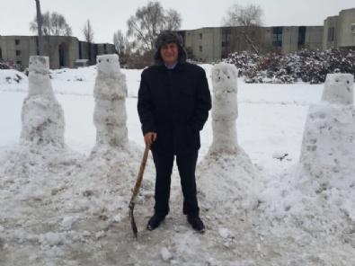 Oktay Vural'dan Meclis Bahçesine Kardan Adam