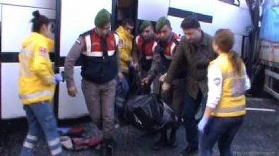 Antalya'da Mevsimlik İşçileri Taşıyan Otobüs Tır'la Çarpıştı: 5 Ölü