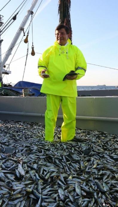 Başbakan Davutoğlu Samsun'da Balık Tutmak İçin Denize Açıldı