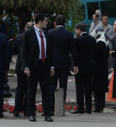 Başbakan Ankara'daki Patlama Yerine Karanfil Bıraktı