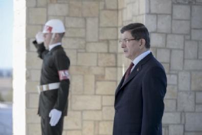 Davutoğlu, Denktaşın Mezarını Ziyaret Etti
