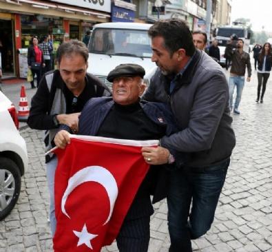 TÜRK BAYRAĞI - HDP'li Gruba Bayraklı Tepki