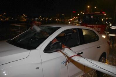 Bariyer Otomobilin Camından Ok Gibi Saplandı