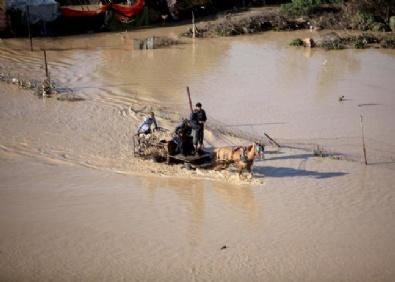 İsrail Baraj Kapaklarını Açtı Gazze'yi Sel Bastı