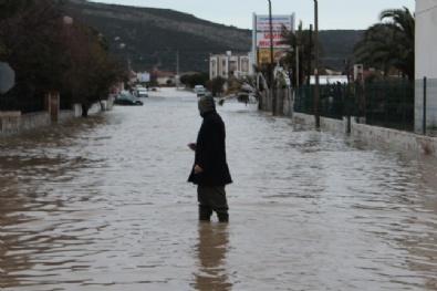 İzmir'i Sağanak Yağış Vurdu