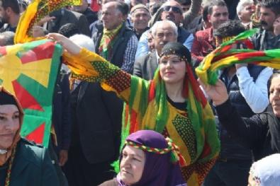 İzmir'de Bayram Havasında Nevruz