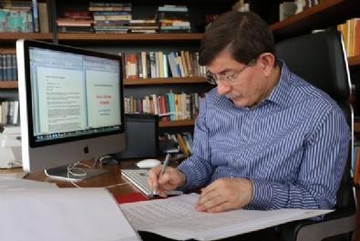 Ahmet Davutoğlu Seçim Beyannamesini Kendisi Hazırlıyor