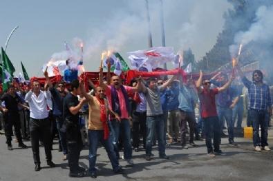 Süper Lig'e çıkan Osmanlıspor havaalanında büyük bir coşkuyla karşılandı