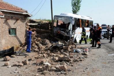 Öğrencileri taşıyan midibüs kaza yaptı! 1 ölü, 28 yaralı...
