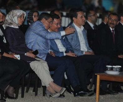 ANKARA BÜYÜKŞEHİR BELEDİYESİ - Başbakan Davutoğlu Ankaparkta Işık Ve Su Gösterisini İzledi