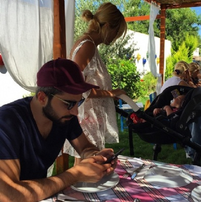 Ece Erken Eşi Ve Oğluyla Alaçatı'da Tatilde