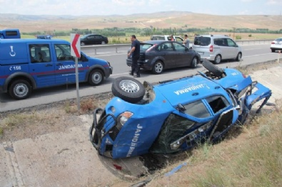 Sivas'ta Traktör Askeri Araca Çarptı: 4 Yaralı