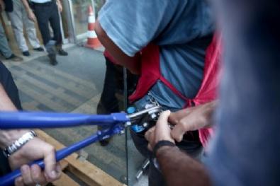 Taşeron İşçilerin CHP İl Başkanlığı Önündeki Protestosu