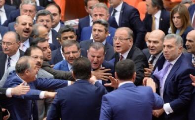 Meclis'teki Yemin Krizinde Şerefsiz Tartışması