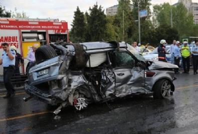 Otomobille Metrobüs Kafa Kafaya Çarpıştı