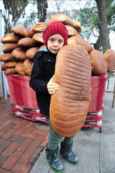 Dev Ekmek İlgi Odağı Oldu