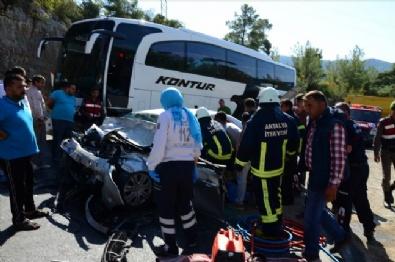 Yolcu Otobüsü İle Otomobil Çarpıştı: Ölü Ve Yaralılar Var