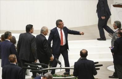 MALİYE BAKANI - Meclis'te Ortalık Bir Anda Karıştı