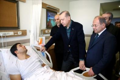 Cumhurbaşkanı Erdoğan Patlamada Yaralanan Polis Memurlarını Ziyaret Etti