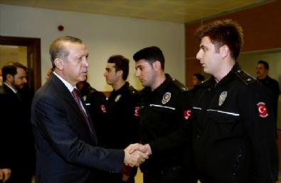 Erdoğan, Çevik Kuvvet Şube Müdürlüğünü Ziyaret Etti