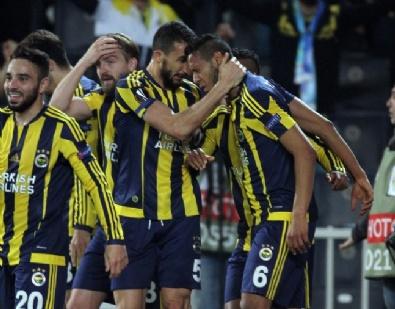 Fenerbahçe - Lokomotiv Moskova Maçından Kareler