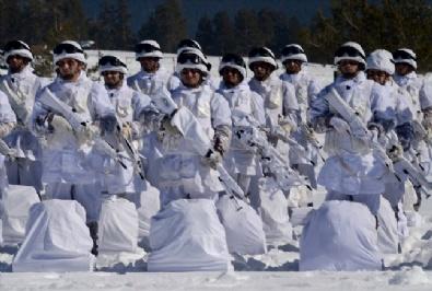 Komandolar Zorlu Kış Eğitimini Başarıyla Tamamladı