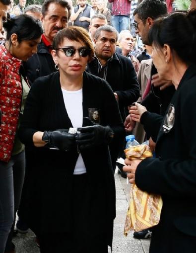 SEZEN AKSU - Minik Serçe, Annesine Veda Etti