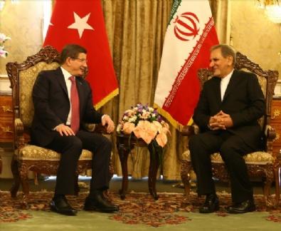 Başbakan Davutoğlu İran'da resmi törenle karşılandı