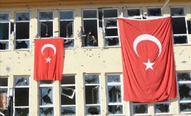 TÜRK BAYRAĞI - İdil Teröristlerden Temizlendi