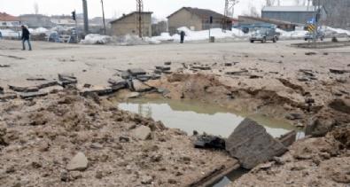 ASKERİ KONVOY - Askeri Aracın Geçişi Sırasında Patlama!