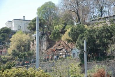 GÜLHANE - Gülhane Parkı'nda Duvar Çöktü