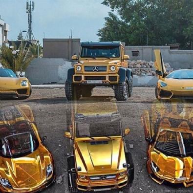 SUUDI ARABISTAN - Suudi milyarderin altın kaplamalı otomobilleri