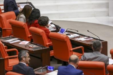 Vekiller Davutoğlunu Mecliste Takip Etti