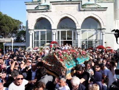 Oya Aydoğan son yolculuğuna çiçeklerle uğurlandı