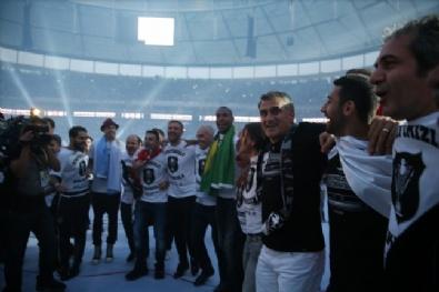BEŞİKTAŞ - Şampiyon Beşiktaş Kupasını Alıyor