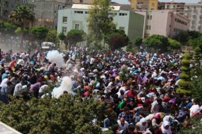 ABDULLAH ÖCALAN - PKK flaması asan gruba polis müdahalesi!