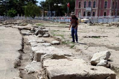 Kazı Yapılırken Mimar Sinanın Hiç Bilinmeyen Eserini Buldular