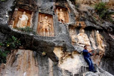 Dev kabartmaların gizemli mekanı: Adam Kayalar