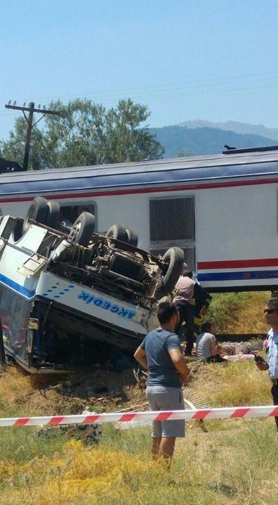Manisa'da Tren Minibüsü Biçti