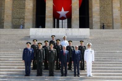 YAŞ Üyeleri Toplantı Öncesi Anıtkabir'i Ziyaret Etti