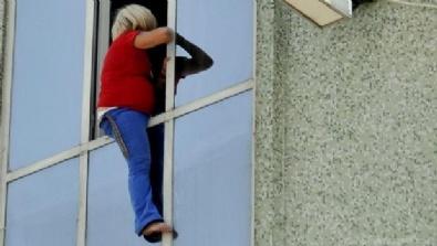Hamile hayat kadını parada anlaşamayınca pencereye çıktı