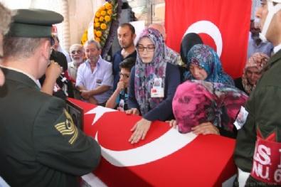 TRABZON VALİSİ - Şırnak'ta şehit düşen er, Trabzon'da toprağa verildi