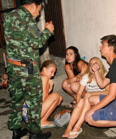 Tayland'da bombalı dehşet!